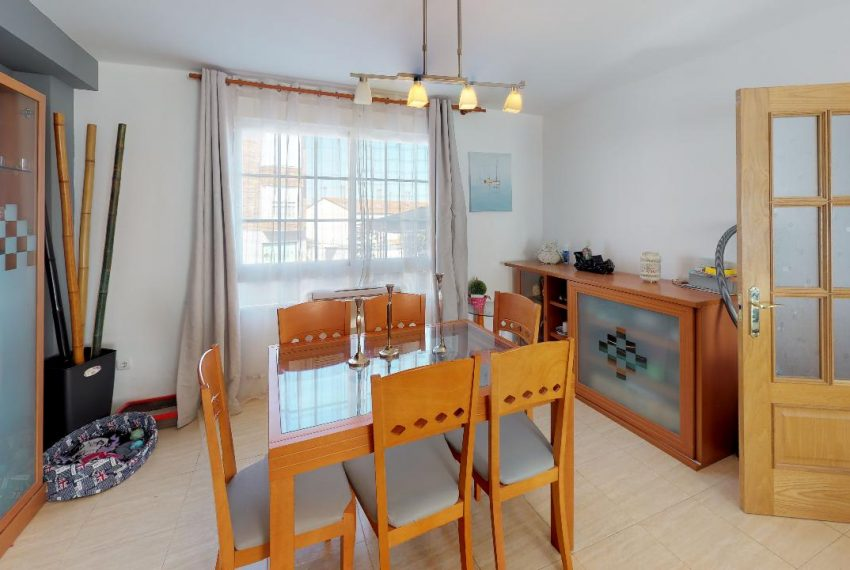 Chalet-Galapagar-Dining-Room